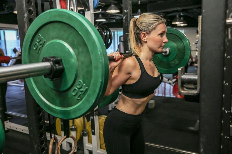 Sarah-barbell-lift-900
