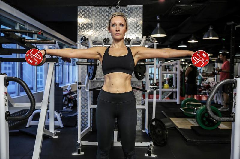 Sarah-arm-raise-900