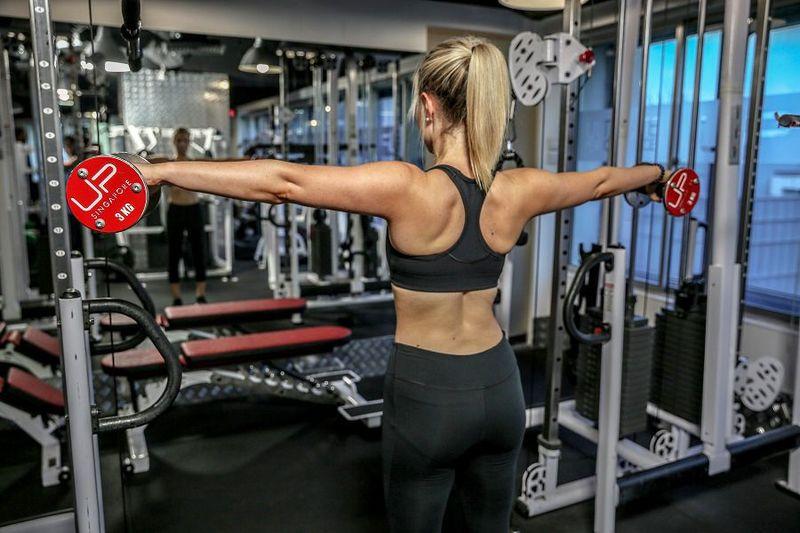 Sarah-arm-raise-back-900