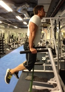 Tricep dips with bands - UP
