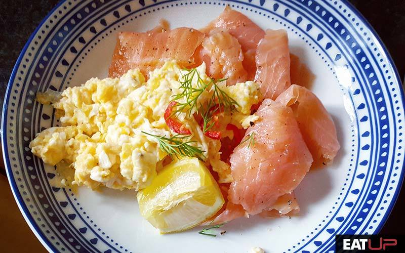 eggs salmon breakfast